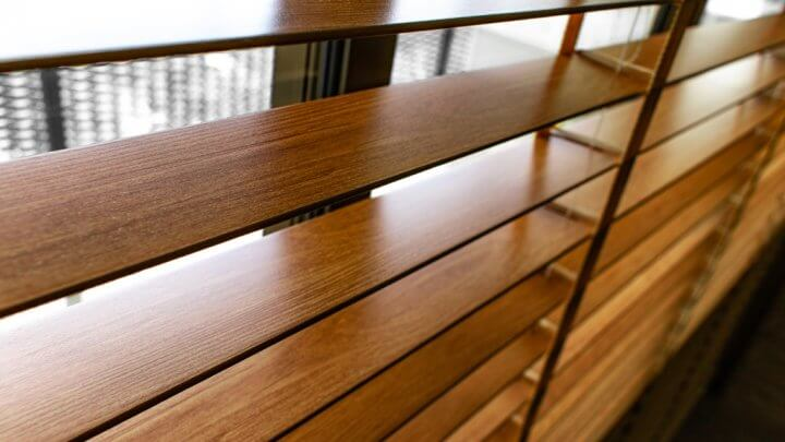 Żaluzje drewniane czy aluminiowe?