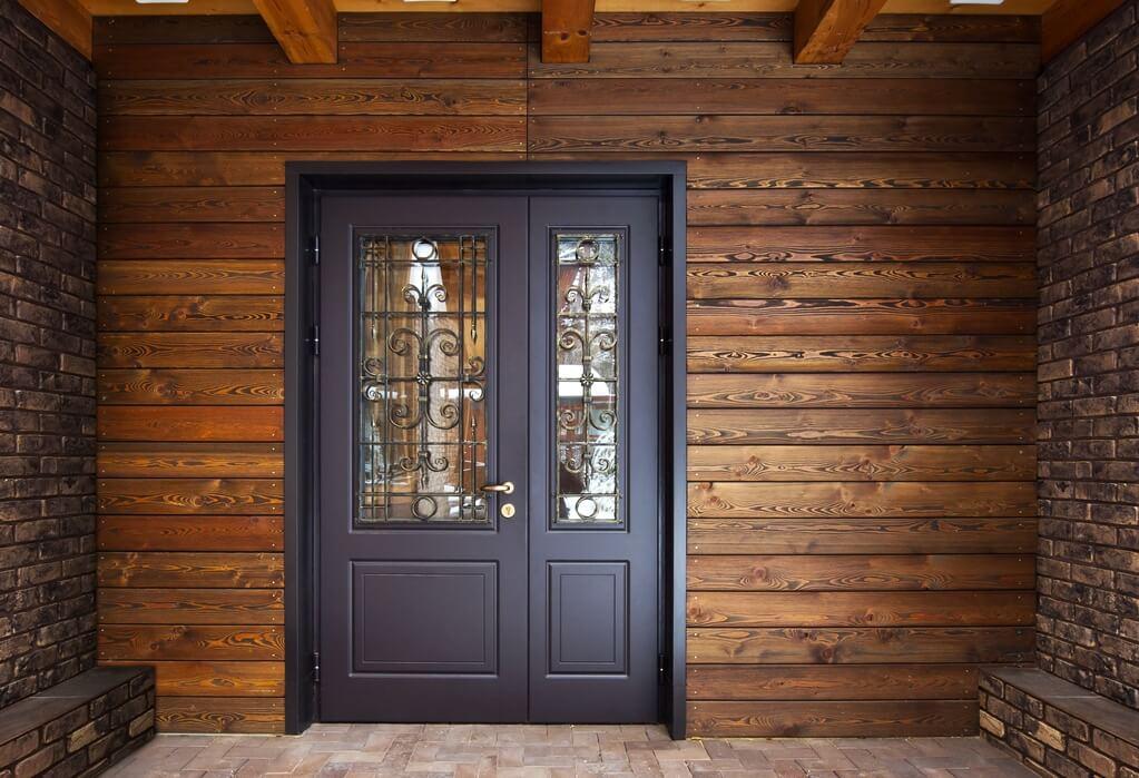 Drzwi zewnętrzne otwierane do wewnątrz czy zewnątrz